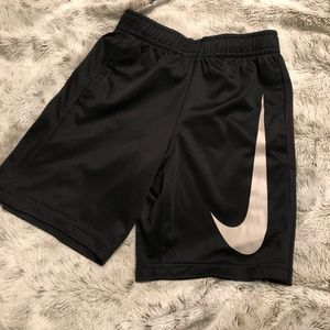 Nike dry fit boys shorts sz 5 black and white